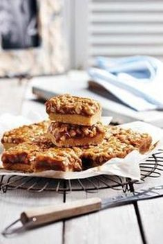 Picture Biscuit Bar, Biscuit Recipe, 21st Bday Cake, Cinnabon Cinnamon Rolls, Food Art For Kids, Meringue, Salmon Burgers, Cake Cookies, Kos