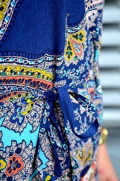 Street Shoes & Sommerkleider – unser Outfit No.1! Das blau-gemusterte Kleid von Esprit sorgt für Sommerfeeling. #fashion #trend #musthaves #mode #news #machdeburch #wirlebenMagdeburg #magdeburgcity #magdeburg #alleecentermagdeburg #blog #magdeburgerkind #magmag #style #design #sommer #sommerkleid #outfit #streetshoes