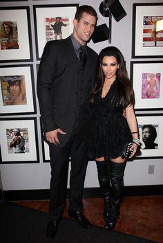 Pin for Later: Kim Kardashian, de Party Girl à Hot Mama  Kim et son petit ami de l'époque (et futur ex-mari), le joueur de basket Kris Humphries, en Février 2011.