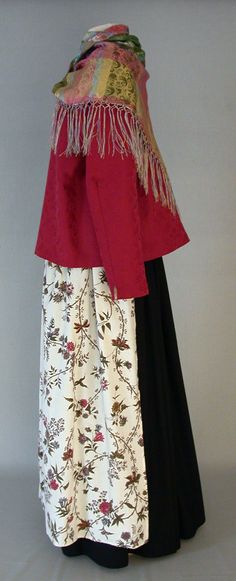 Rantalakeuden kansallispuku. Folk costume of Rantalakeus.