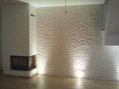 Una foto de una realización con nuestro panel decorativo para revestimiento de paredes modelo Ladrillo Rústico Blanco, tamaño XL. Para + info: http://paneldeco.com/…/l…/42-ladrillo-rustico-xl-blanco.html