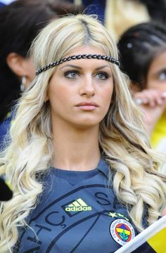 One of the best sporting events on this planet is soccer, generally known as football in several nations around the world. Hot Football Fans, Football Girls, Soccer Fans, Soccer World, World Football, Soccer Skills, Grid Girls, Nfl Cheerleaders, Le Jolie