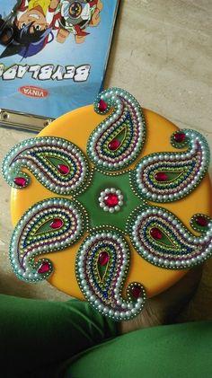acrylic rangoli Diwali Diy, Diwali Craft, Art N Craft, Craft Work, Thali Decoration Ideas, Acrylic Rangoli, Rangoli Designs Diwali, Beaded Necklace Patterns, Flower Rangoli