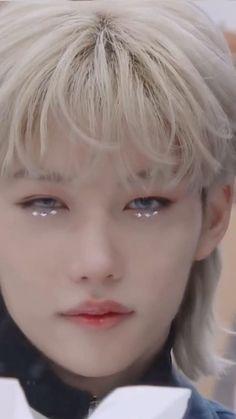 Stray Kids Seungmin, Felix Stray Kids, Pretty Boys, Cute Boys, J Hope Dance, Savage Kids, Kpop Gifs, Crazy Kids, Kids Videos