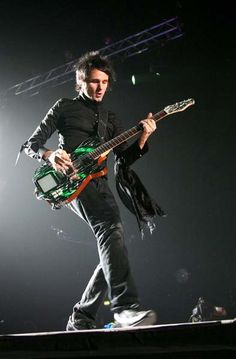 Matthew Bellamy_21 November 2006 — Wembley Arena, London, UK