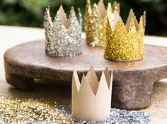 Glitter Crown out of Toilet Paper Roll. Cute for a party. Add elastic or glue to Headband Baby Shower Princess, Princess Birthday, Girl Birthday, Birthday Tree, Diy Party, Party Favors, Party Ideas, Princesse Party, Ben E Holly