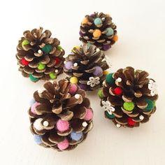 クリスマスツリー♡ ・ ・ #羊毛フェルト  #松ぼっくり で #クリスマスツリー ♡ #フェルトボール を #沢山  #作って  #ビーズ や #レース を #組み合わせ  #可愛く なりました♡ #xmas  #カラー の #赤  #緑 は #鉄板 ✧ ( °∀° )/ ✧ #けど  #白  #ピンク が #お気に入り だにゃ(・∀・) Christmas Pine Cones, Christmas Star, Xmas Tree, Diy For Kids, Crafts For Kids, Diy And Crafts, Paper Crafts, Felt Wreath, Nature Crafts