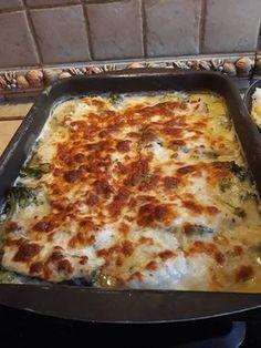 Brokkolis csirke, sajtszósszal! Ha van otthon egy kis csirkemell és brokkoli, egyszerűen elkészítheted! Knorr Fix, Lasagna, Pizza, Cheese, Ethnic Recipes, Foods, Cake, Food Food, Food Items