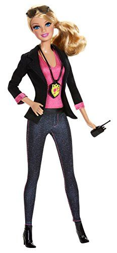 Explore new careers with the Barbie Career dolls! From medicine to professional sports to creative arts these focused females make anything possible! This Barbie Careers Detective doll is ready to ac. Mattel Barbie, Barbie And Ken, Barbie Stil, Accessoires Barbie, Doll Clothes Barbie, Doll Toys, Barbie Dream, Barbie Friends, Barbie World