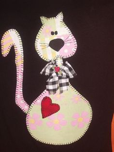 Camiseta com patchcolagem by *Sonhos e Retalhos*, via Flickr