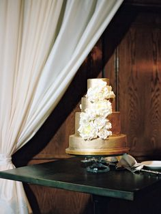 Elegant Gold and Blush Southern Wedding Cake Photography, Cake Pictures, Whimsical Wedding, Champagne Color, Cakes And More, Custom Cakes, Beautiful Cakes, Gold Wedding, Wedding Designs