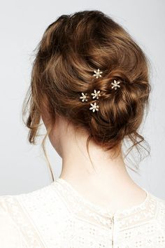 Weather got you sweating? Pin your hair up into a delicate and romantic bun with our Aster bobbypins for a stylish yet cool look! This set of five is available on our website- www.jenniferbehr.com #JenniferBehr #HairAccesories #Romantic #Summer #Bun #bobbypins