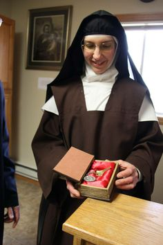 Does anyone have anything to share regarding Customs of Discalced Carmelite Nuns? Nuns Habits, Religion, Sisters Of Mercy, Love My Sister, Jesus Face, Bride Of Christ, Now And Forever, Blessed Mother, Roman Catholic