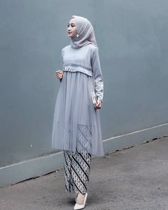 Ishara Tunik Bahan Velvet mix tile Ld 100 pb 95 All size fit to L Harga R. Hijab Musulman, Kebaya Hijab, Kebaya Dress, Mode Hijab, Batik Kebaya, Batik Fashion, Abaya Fashion, Muslim Fashion, Fashion Dresses