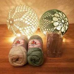 Hæklede lyskugler Crochet Home, Love Crochet, Crochet Gifts, Crochet Flowers, Crochet Baby, Knit Crochet, Christmas Knitting, Christmas Crafts, Crochet Ornaments