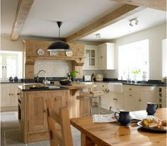 Natural wood decorated kitchen - Home and Garden Design Idea's