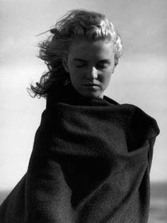 Marilyn Monroe – love this portrait of her. Marilyn Monroe, Skinny Celebrities, Divas, Joe Dimaggio, Portraits, Celebrity Gallery, Catherine Deneuve, Norma Jeane, Old Hollywood
