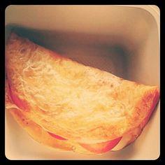 Omelette, huevos al estilo tortilla francesa. #omelette  #desayunosano #desayunosorpresa #desayunoinbox Tortilla, Ethnic Recipes, Food, Healthy Breakfast Meals, French Tips, Eggs, Food Cakes, Style, Essen