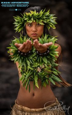 In the old days in Lumahai, Kauai – Taken at the Hawaiian Cultural Heritage Workshop www. Hawaiian Woman, Hawaiian Girls, Hawaiian Dancers, Hawaiian Art, Polynesian Dance, Polynesian Culture, Photography Workshops, People Photography, Tahitian Costumes