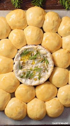 Your Christmas party just got interesting. Here are five quick and simple festive party bites that are guaranteed to impress and satisfy your guests. From Filo-wrapped Prawns to Ham and Cheese Pastry Appetizer Recipes, Snack Recipes, Cooking Recipes, Pastry Recipes, Dinner Recipes, Comida Diy, Tasty, Yummy Food, Snacks Für Party