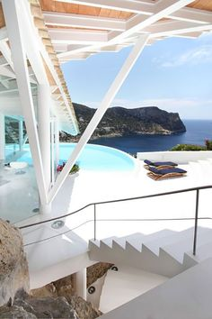 Impressive seagull-inspired Rockstar Villa on Mallorca