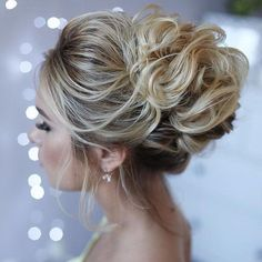36 Messy wedding hair updos for a gorgeous rustic country wedding to chic urban wedding. Take a look at these 27 pretty messy wedding hair updos and they would fit in so well for a gorgeous rustic country wedding to chic urban wedding. Messy Wedding Hair, Wedding Hairstyles For Long Hair, Party Hairstyles, Wedding Hair And Makeup, Hairstyles Haircuts, Bridesmaid Hairstyles, Bridal Hairstyles, Bridal Updo, Ponytail Hairstyles