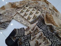 Kirans Boutique jaipur The post Black and Beige Cotton salwar kameez set with mulmul dupatta appeared first on Kiran's Boutique. Continue reading Black and Beige Cotton salwar kameez set with mulmul dupatta at Kiran's Boutique. Salwar Pants, Cotton Salwar Kameez, Patiala Salwar, Suits For Sale, Suits For Women, Clothes For Women, Cotton Suit, Skirt Suit, High Collar