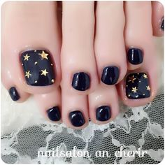 Toe nail designs Pedicure ideas black and gold 41 Ideas Wedding favors - Practical Favors Pedicure Designs, Pedicure Nail Art, Toe Nail Designs, Toe Nail Art, Pedicure Ideas, Black Pedicure, Pretty Toe Nails, Cute Toe Nails, Pretty Toes