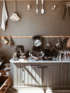Ein Muss für Interior Begeisterte bei einem Göteborg Besuch. Schwede/ Sweden. Double Vanity, Cabinet, Storage, Furniture, Home Decor, Footlocker, Homemade Home Decor, Decoration Home, Room Decor