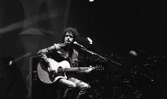 El concierto de Soda Stereo en la Universidad de Lima fue visto por más de 12.000 personas - 1995 (Archivo El Comercio) Soda Stereo, Zeta Bosio, Rock Legends, Rock And Roll, Singer, Lima, Bands, Posters, Tattoos