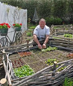 make small fences or use a border to make square foot gardens without building raised beds