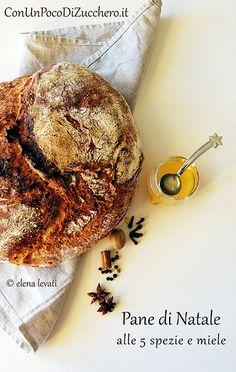Pane di Natale: http://conunpocodizucchero.wordpress.com/2013/12/15/christmas-bread-pane-senza-impasto-di-natale/