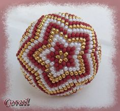 - beaded bead smuk i farver og mønster Beaded Jewelry Patterns, Beading Patterns, Beaded Ornament Covers, Beaded Boxes, Beaded Christmas Ornaments, Peyote Beading, Bead Crochet, Beading Tutorials, How To Make Beads