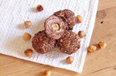 Aprenda a preparar bombom Ferrero Rocher caseiro com esta excelente e fácil receita. Quem consegue resistir ao bombom Ferrero Rocher? Nós no TudoReceitas.com não...
