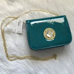 Jessica McClintock Teal Clutch Great little clutch with a gold chain. Perfect for a wedding or a party when you dont want to carey a giant bag. Offers welcome through offer tab. No trades. 1510161901 Jessica McClintock Bags Crossbody Bags