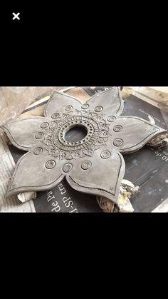 Idea for Cob Design - Garden Art Sculptures Slab Pottery, Ceramic Pottery, Pottery Art, Ceramic Art, Ceramic Techniques, Pottery Techniques, Clay Flowers, Ceramic Flowers, Ceramics Projects