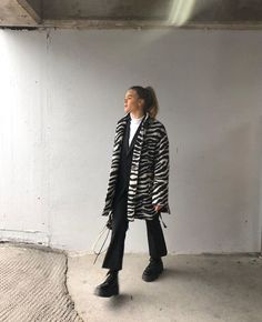 Love this trendy zebra print coat over black and white casual outfit with edgy black leather boots. Fashion Killa, Look Fashion, 90s Fashion, Korean Fashion, Winter Fashion, Vintage Fashion, Fashion Outfits, Fashion Tips, Fashion Trends
