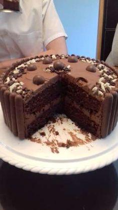 Chocolate Genoise (chocolate sponge cake) is light as a feather. Sponge Cake Easy, Sponge Cake Roll, Vanilla Sponge Cake, Chocolate Sponge Cake, Sponge Cake Recipes, Easy Cake Recipes, Dessert Recipes, Chocolate Cakes, Genoise Sponge