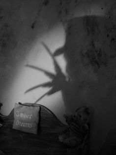 Freddy Krueger Classic Horror Movies, Iconic Movies, Horror Icons, Horror Art, Desenhos Tim Burton, Rauch Fotografie, Horror Photos, Plakat Design, Nightmare On Elm Street