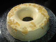 Pudim de Ananas  2 pacotes de gelatina de abacaxi 1 lata de leite condensado 1 lata de creme de leite 1 vidro de leite de coco 1 abacaxi médio cozido 1 xícara de açúcar  Prepare a gelatina de acordo com as instruções da embalagem e deixe esfriar Pique o abacaxi e cozinhe com 1 xícara de açúcar por 15 minutos Bata no liquidificador o leite condensado, o creme de leite, o leite de coco e metade do abacaxi cozido Junte a gelatina e torne a bater A outra metade do abacaxi cozido, coloque no…