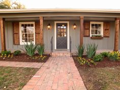 54 Trendy Exterior Paint Colors For House With Brick Ranch Shutters Exterior Colonial, Ranch Exterior, Exterior Remodel, Exterior Design, Farmhouse Exterior Colors, Exterior Siding, Gray Exterior, Exterior Homes, Exterior Signage
