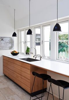 A perfect spot in the kitchen - a small dining area by the windows directly in the kitchen. The beautiful kitchen elements are in elm.