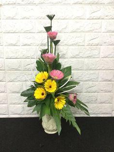 Beautiful Flower Arrangements, Floral Arrangements, Beautiful Flowers, Modern Floral Design, Gerber Daisies, Opening Day, Flower Art, Daisy, Centerpieces