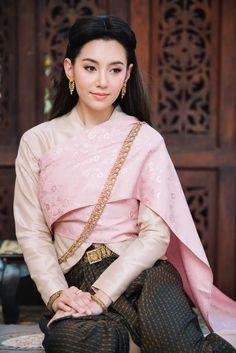 Traditional Thai Clothing, Traditional Fashion, Traditional Dresses, Thailand Costume, Thai Wedding Dress, Thai Dress, Thai Style, Trendy Dresses, Asian Fashion