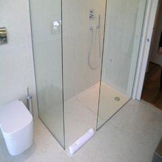 piatto doccia a filo pavimento in marmo biancone