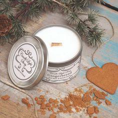 Käsin soijavahasta tehty vegaaninen kynttilä metallipurkissa. Tuoksuna jouluinen pipari. Tunnelmallisesti rätisevä puusydän. Ihana joululahja äidille tai ystävälle! Gingerbread, Wax, Candles, Ginger Beard, Candy, Candle Sticks, Laundry, Candle