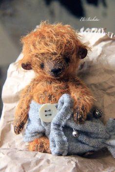Artist teddy bear in vintage style miniature by Eli Bichita