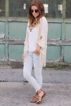 Another casual boho win. I am digging Sidney's new style!! especially fond of the fringed kimono and strappy tan gladiators.