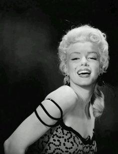 Publicity shot for 'River of no return' (1954).