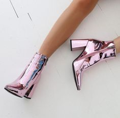 Empire Pointed Toe Stiefeletten in Pink Metallic - - Diy-Damenschuhe Cute Shoes, Me Too Shoes, Crazy Shoes, Crazy High Heels, Pink High Heels, Mode Inspiration, Fashion Inspiration, Ideias Fashion, Fashion Shoes